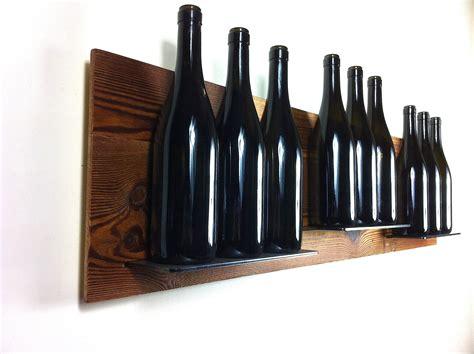 mensole in acciaio per cucina una prezioso legno sospeso a parete con inserite delle