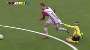 Petit But De Foot : un gros tirage de maillot pendant un match de foot ~ Melissatoandfro.com Idées de Décoration