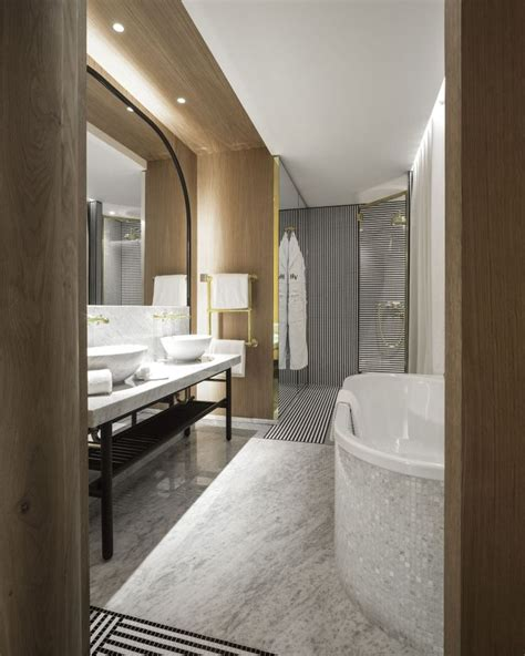 Small Luxury Hotel Bathrooms by 25 Best Ideas About Luxury Hotel Bathroom On