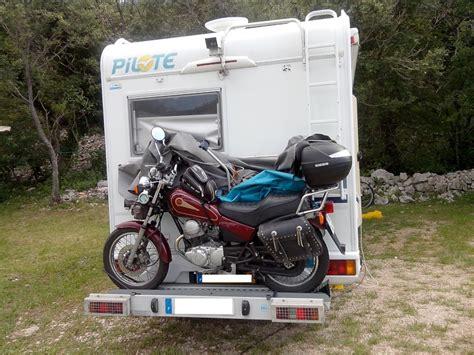 amarrage scooter sur porte moto