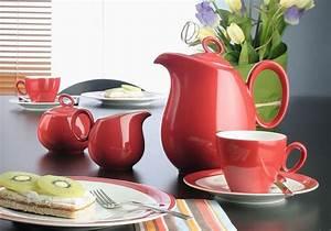 Geschirr Bunt Modern : gut f r di tfans rote teller d mpfen den appetit tischgefl ster magazin von ~ Sanjose-hotels-ca.com Haus und Dekorationen