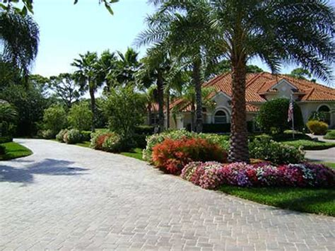 landscaping for driveways driveway landscaping ideas pictures