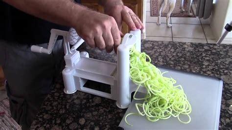 paderno cuisine tri blade spiral vegetable slicer original paderno cuisine a4982799 tri blade spiral