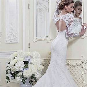 Lace fitted long sleeve wedding dress sang maestro for Fitted lace wedding dress
