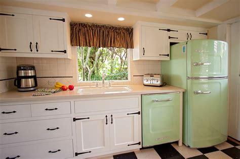 timeless retro cottage kitchen design ideas