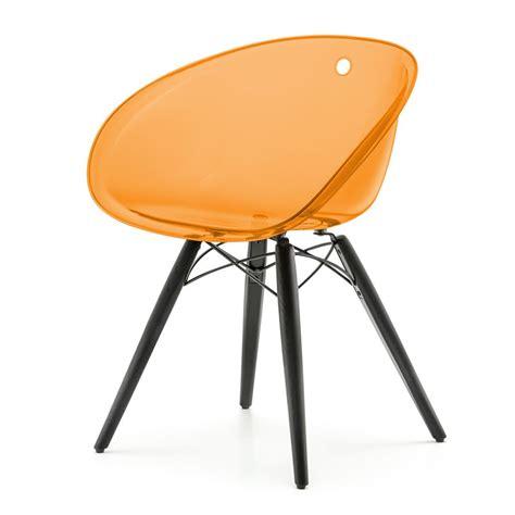 chaise en polycarbonate gliss 904 chaise pedrali avec structure en bois et assise