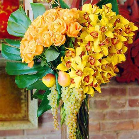 yellow flower centerpieces  table decoration ideas