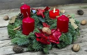 Adventskranz Rot Selber Machen : adventskranz selber machen anleitung zum binden und dekorieren ~ Markanthonyermac.com Haus und Dekorationen