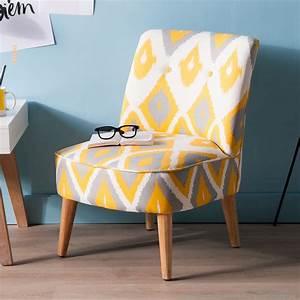 Fauteuil tissu ecru a motifs losanges jaunes et gris harry for Fauteuil crapaud jaune