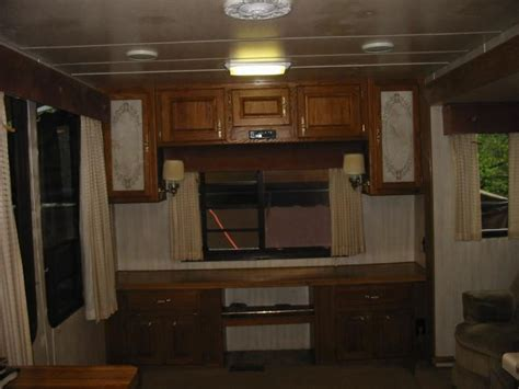 recreational vehicles  wheel trailers  hitchhiker champaign located  battle ground