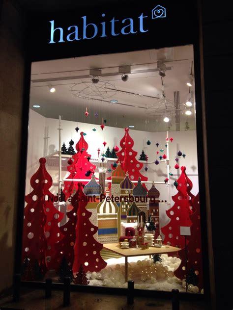 vitrines en fete petit  parisien des vitrines en