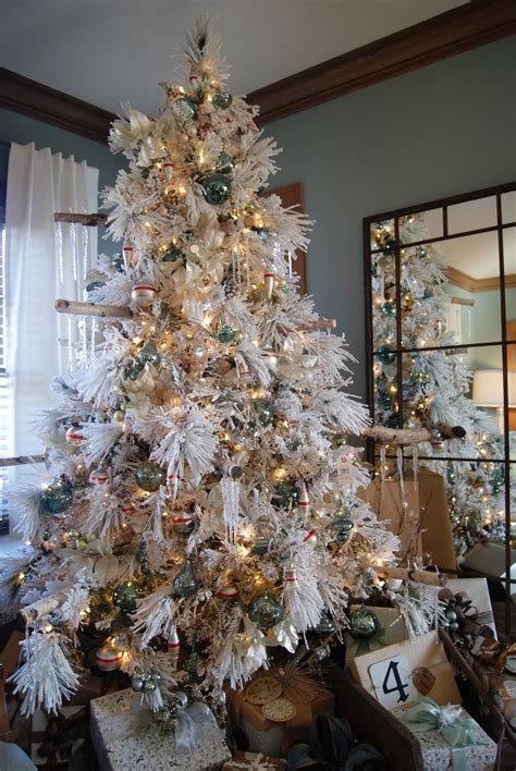 flocked christmas tree decorating ideas nest full of eggs holiday ideas house - Flocked Christmas Tree Decorating Ideas