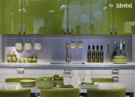 meuble cuisine vert pomme cuisine verte et grise cadre avec accroches la dco de gg