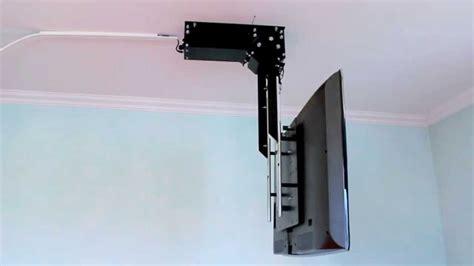 fernseher halterung decke tv deckenhalter flasy tele elektrisch schwenkbar und absenkbar