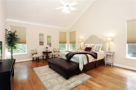 bedrooms with vaulted ceilings and crown molding