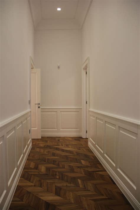 foto de corridoio zona notte con particolare boiserie in legno