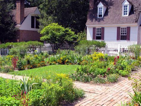 Schöne Gärten Stockbild. Bild Von Hinterhof, Garten, Gehen