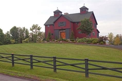 Barn With Black Trim by Barn Style House With Black Trims Favorite Houses