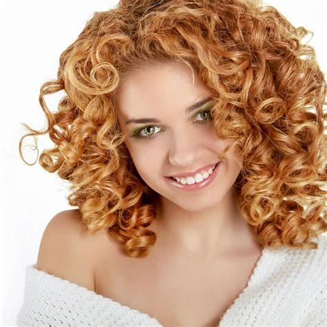 blonde kleine locken lange frisuren mit locken