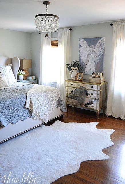 Cowhide Rug Bedroom by Best 20 Faux Cowhide Rug Ideas On Cow Rug
