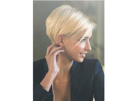 magnifiques de carre derriere les oreilles