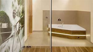 Eck Duschwand Für Badewanne : hochwertige badewannen von die badgestalter ~ Markanthonyermac.com Haus und Dekorationen
