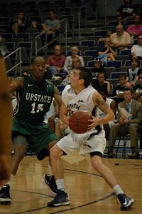 Men's basketball dominates on Senior Night - UNF Spinnaker