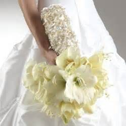 white flowers for wedding white bridal bouquet ideas