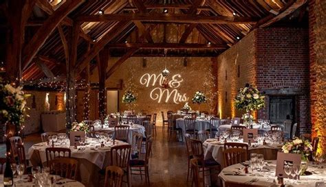 Barn Wedding Venues : From Romantic And Rustic To Chic And