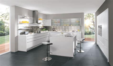 cuisine blanche laquee cuisine aviva blanche laquée et sans poignée blanches