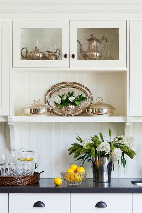 benjamin ivory white kitchen cabinets white kitchen cabinets with vintage bronze cup pulls 9095
