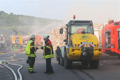 recycling firma  flammen riesen rauchwolke raubt