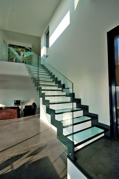 escalier m 233 tallique sur mesure avec des marches en verre escalier krema kre001 kozac