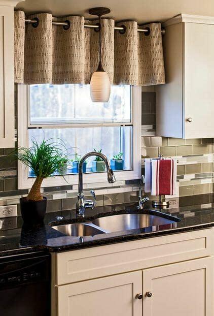 kitchen backsplash with cabinets what a difference kitchen curtains make modernize 7713