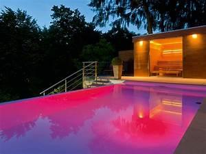 Was Ist Ein Infinity Pool : infinity pool mit farbenspielen pool magazin ~ Markanthonyermac.com Haus und Dekorationen