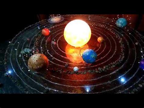 maqueta sistema solar en movimiento
