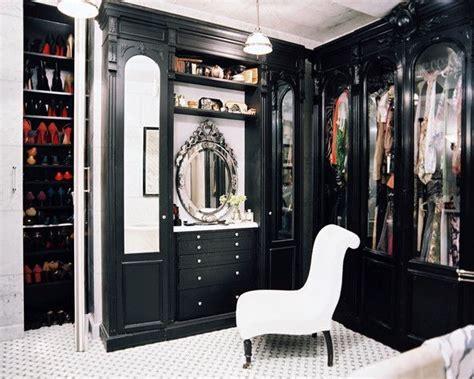 walk in closet with vanity decor