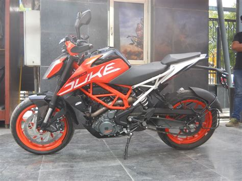 Review Ktm Duke 390 by Ktm Duke 390 Review Experience The 100kmh 6 Sec