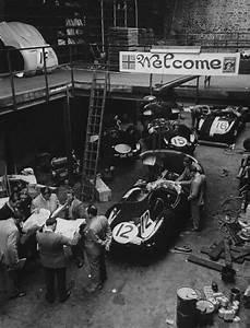 Via Automobile Le Mans : 1954 le mans preparation in jaguar garage before the le mans race via jacqalan motorsports ~ Medecine-chirurgie-esthetiques.com Avis de Voitures