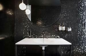 la deco noir et blanc cree des contrastes dans linterieur With carrelage adhesif salle de bain avec plafonnier led rond