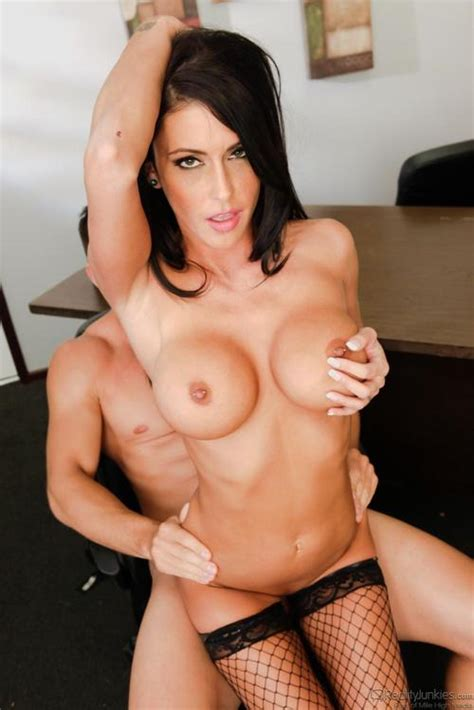 Nude Wife Gives Handjob Mom Xxx Picture