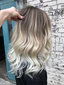 Balayage Ombré Blond : platinum blonde balayage ombre with natural root by amy ~ Carolinahurricanesstore.com Idées de Décoration