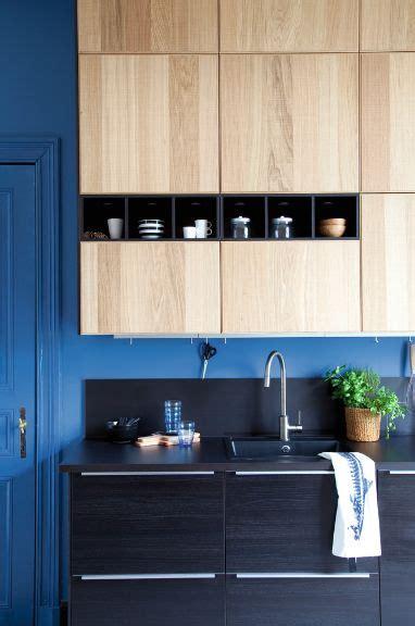 facade de cuisine ikea modèle de cuisine ikea metod avec des façades noires tingsryd et des façades en bois