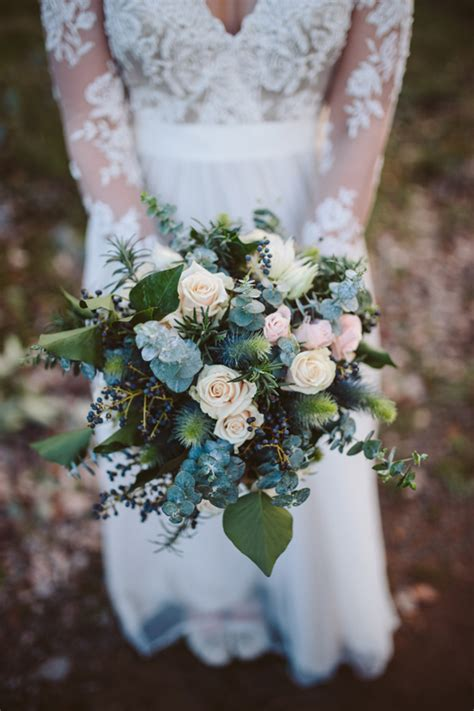 chic wedding bouquets ideas  winter brides