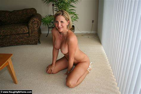 Short Hair Older Housewife Takes Off Pale Panty