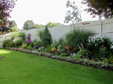 Backyard Privacy Landscaping by Backyard Privacy Fence Landscaping Ideas On A Budget 3