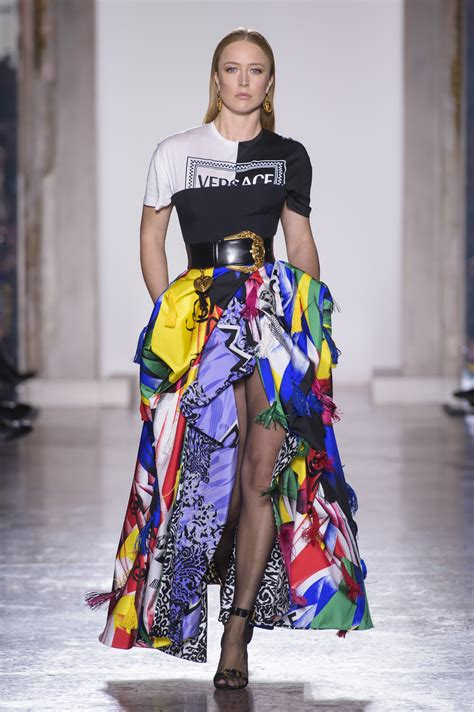 versace jesien zima  ellepl trendy wiosna lato  moda uroda modne fryzury