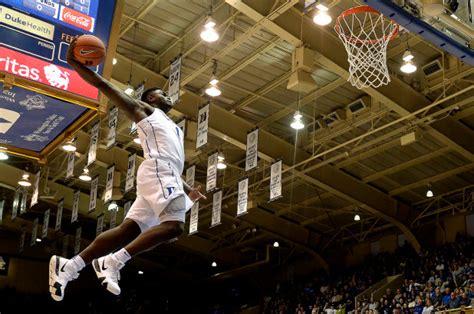 duke freshman zion williamson      dunks