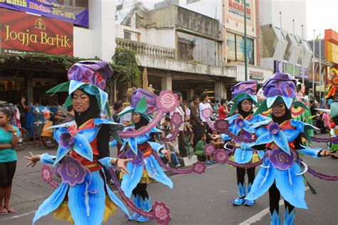 Rnb Saraswati Bunga sanggar seni rnb butuh instalasi gunungan dan kostum