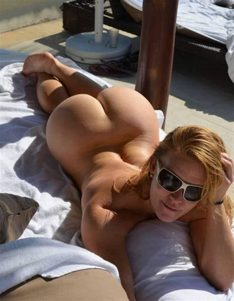 Hot Wife Bare Naked Ass Photo
